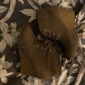 PRICE DROP*NIB*Never been worn Arizona Booties